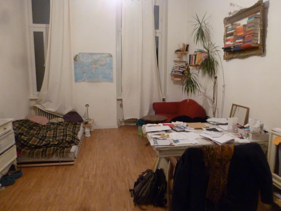 Das Zimmer, the room