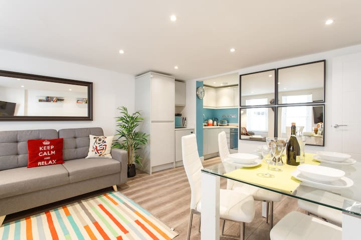 (m8 Pery) Lovely 2 Bed Patio Apartment Near Portobello Road