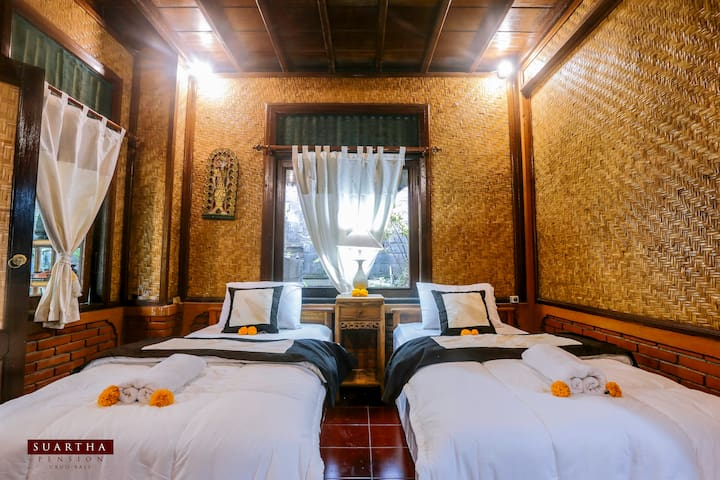 Suartha Pension 2- Wooden House at Ubud Center