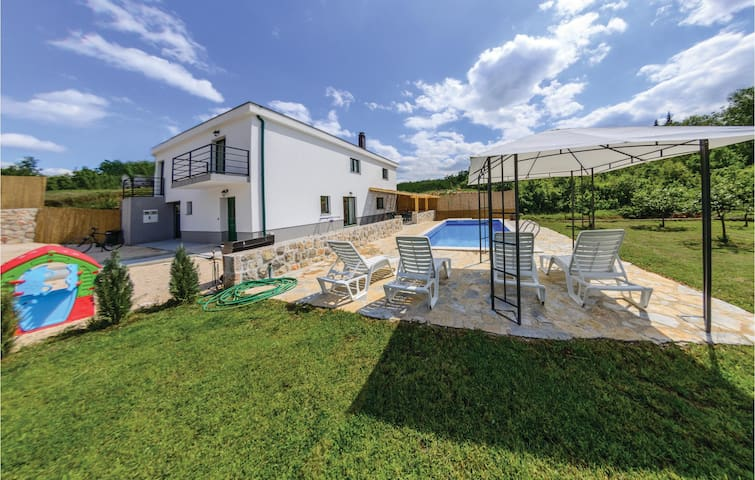 Holiday cottage with 3 bedrooms on 184 m²