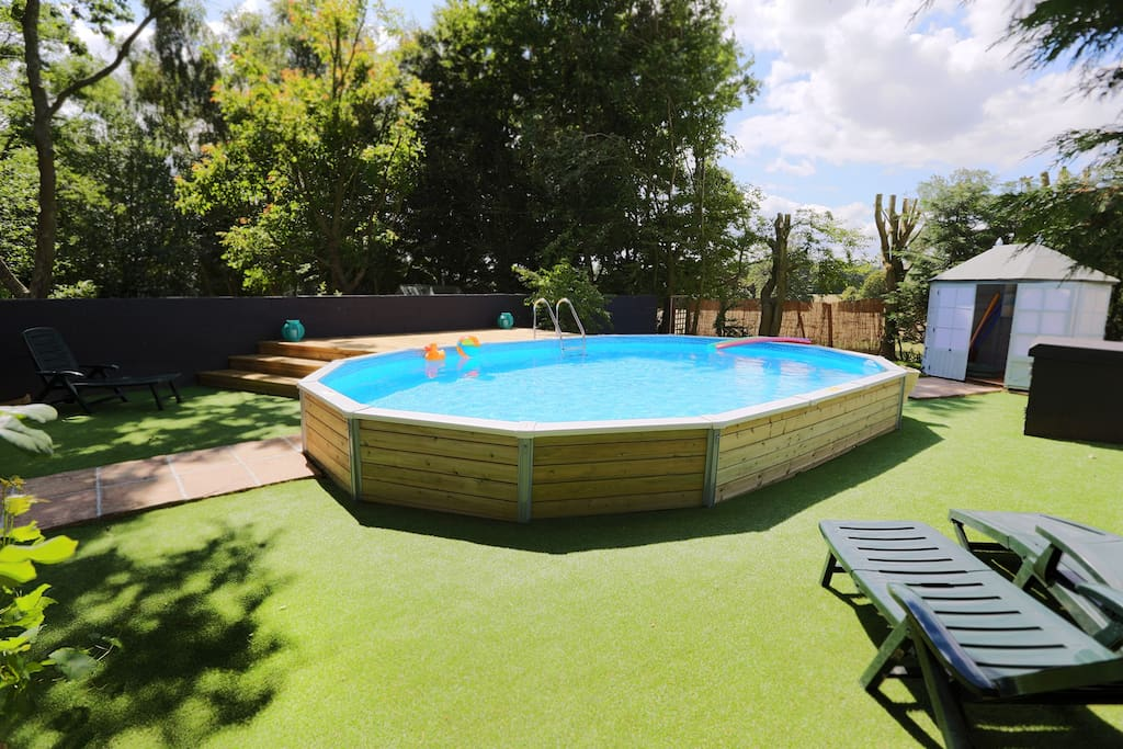 Heated Swimming Pool in walled area/ Summerhouse / Raised Deck