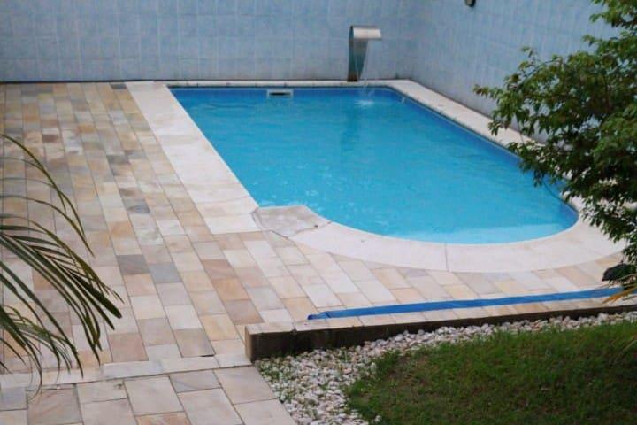 Bela casa, piscina aquecida e espaço gourmet.