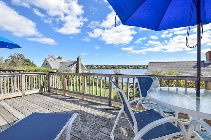 #421: Waterfront w/ open concept kitchen/living, amazing views! Dog friendly!