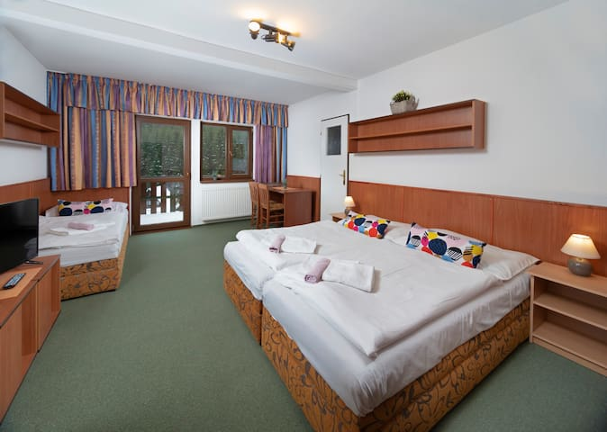 Room for 3 people in Hotel Maredis
