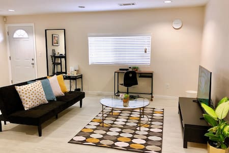 Newly Renovated 3 Bedrooms Unit Perfect for Family