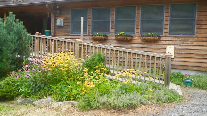 Gentle Hollow Suite Retreat on Organic Homestead - Burnsville - Byt