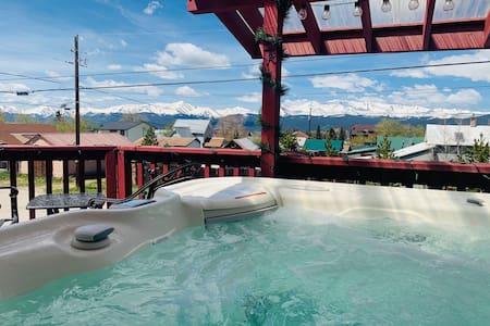 2 Bed/2 Bath, Salt Water Hot Tub, Mountain View
