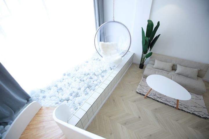 普者黑景区内·懒人原宿·滑梯影院大床房·含早·约车接站·浴缸