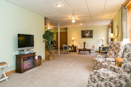 The Triple B - Private Walkout Basement - Glenmont