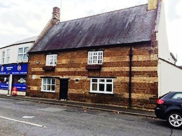 Grade II Listed Room Close to town & train station