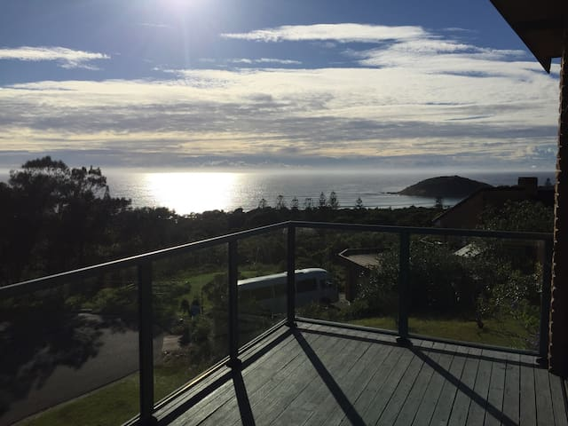 180' Ocean Views - family friendly - Scotts Head - Hus