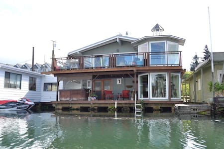 Guest Room with Private Entrance on the River - その他