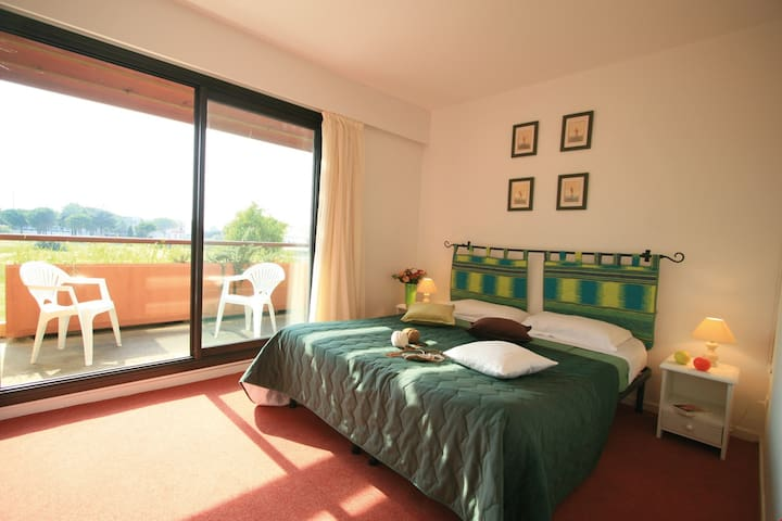 Get a good night's sleep in the master bedroom with 2 Single beds.