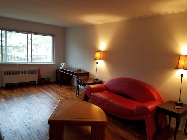 Spacious 2 Bedroom Apartment in Quiet Neighborhood - Norwalk - Appartement