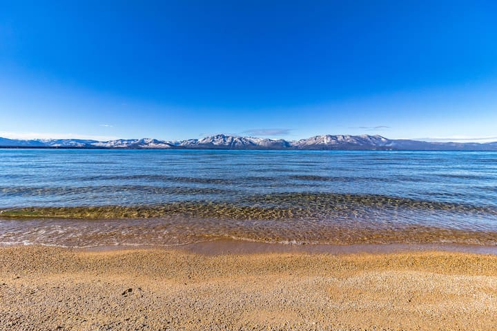Lake Tahoe high-end home w/Lake views & Hot tub - Glenbrook