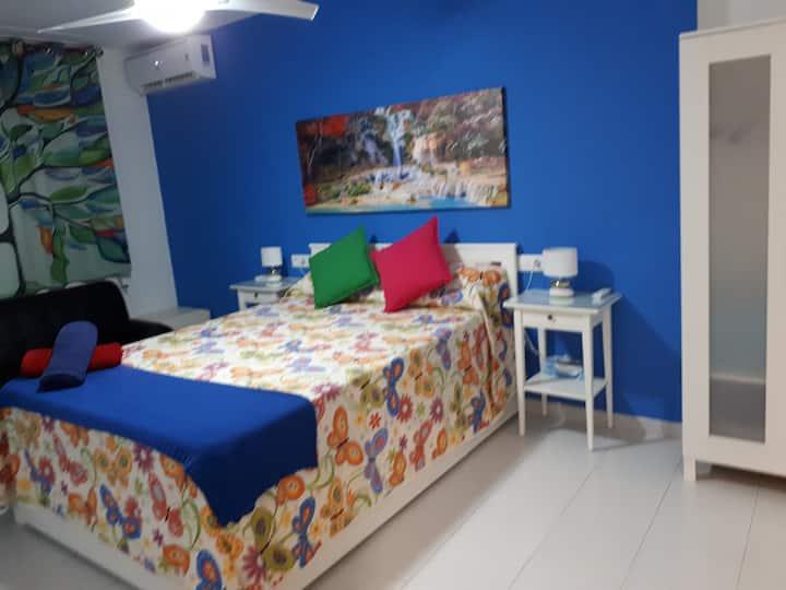 Casa Camino Al Castillo-Hab.triple-Baño privado