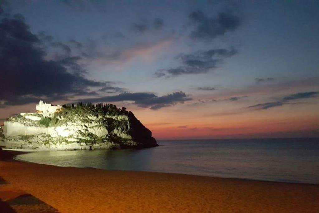 Santuario della Madonna dell'Isola al tramonto