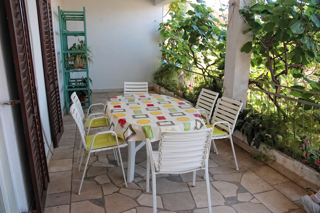 huge terace with sea view, dining area outside