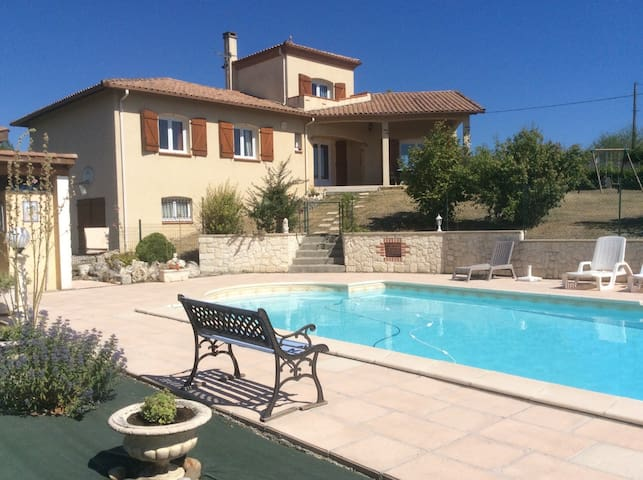 Maison agreable avec piscine - Montaigu-de-Quercy - Hus