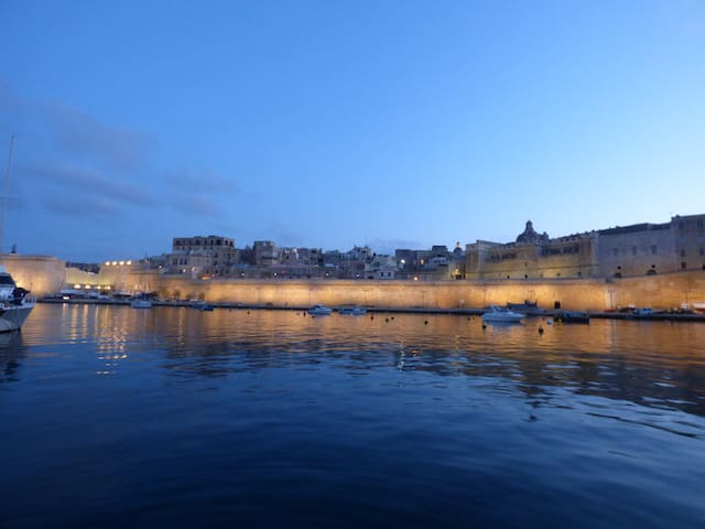 Stunning views in the historic Grand Harbour! - Kalkara - Łódź