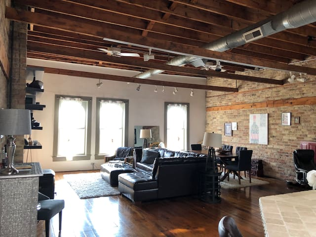 spacious loft in wicker park
