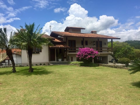Casa ampla e tranquila situada junto a natureza