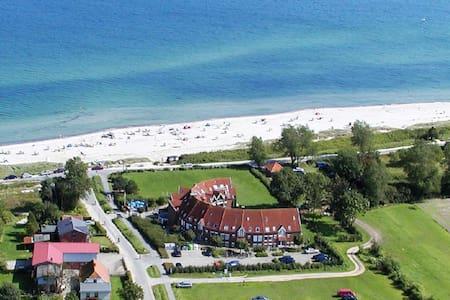 Terrassenwohnung direkt am weißen Ostseestrand - Kronsgaard