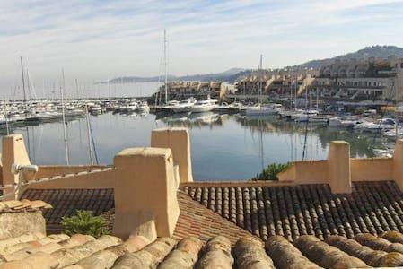 Duplex / unique view of the gulf of Saint-Tropez - Cogolin - Huoneisto