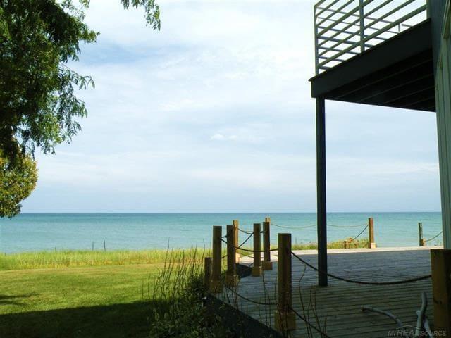Sandy Paradise Lakefront Home Sleeps 12! GORGEOUS!