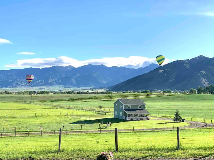 Mountain views, only 5 miles to eat/shop Bozeman!