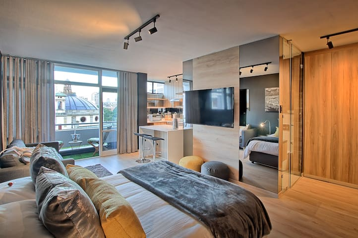 Stylish CityCentre Studio Apartment with EpicViews