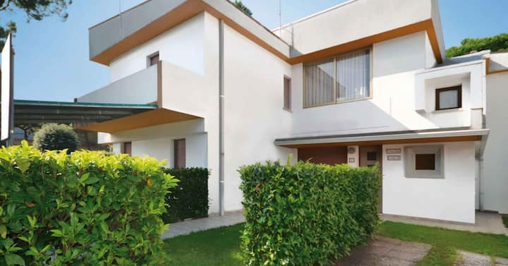apt for 6+2 persons with a/c in Bibione R81805