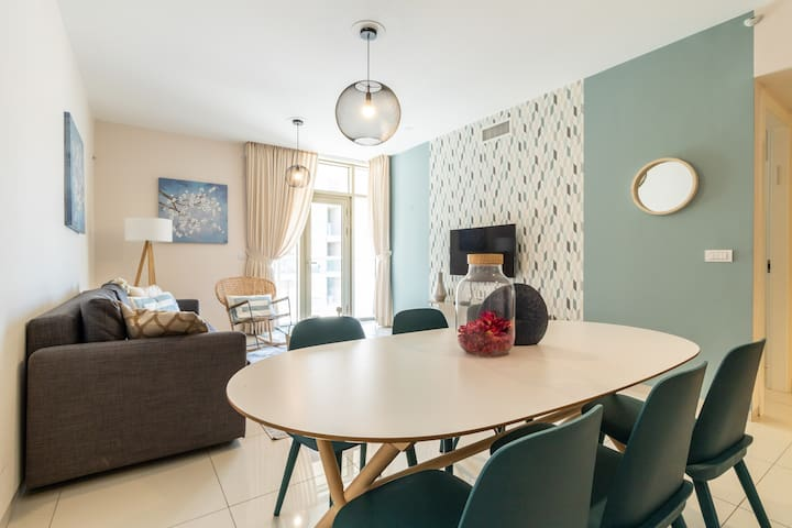 Luxury One-Bedroom Apartment/parking in center