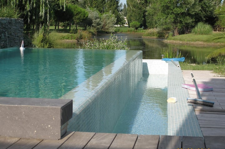 Villa contemporaine 190m2 avec piscine débordement
