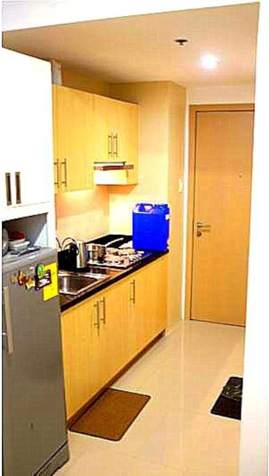 Kitchen (with electric stove)