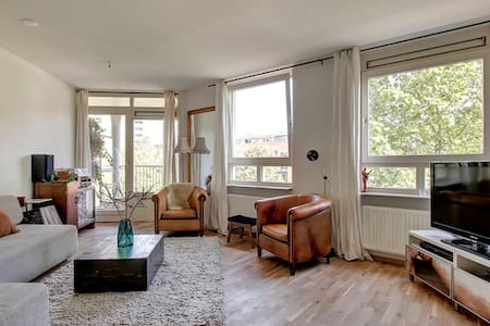 Spacious and Light Apartment  - Wohnung