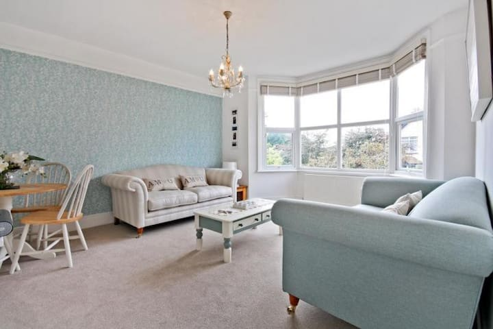 Comfy, Cosy, Cool Britannia Apartment - Worthing - Huoneisto