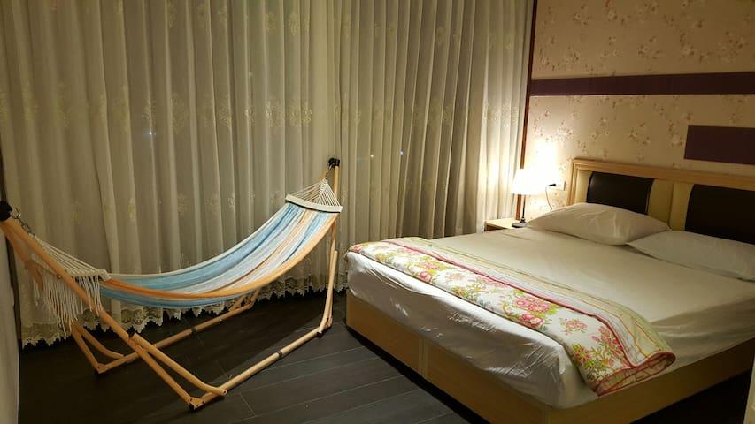 心藍藍森林系溫泉房,溫馨小屋,夜景就在窗前。 - 礁溪鄉 - Appartement