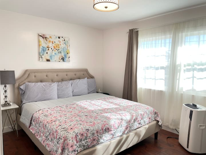 🏡Deluxe💕king bed✅Share bath🛀microwave🌸fridge🌈