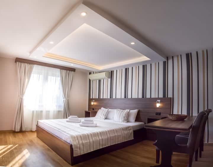 ApartHotel FeelBelgrade - Studio with terrace