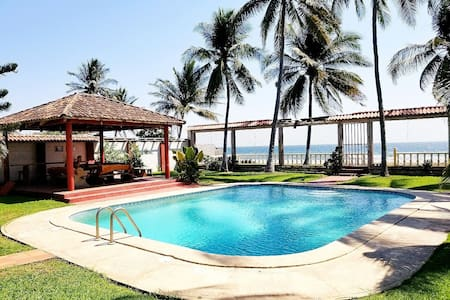 Villa Bocana-BeachFront/Rancho 20 Guests A/C WIFI