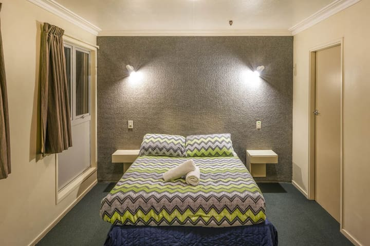 Double Ensuite - YHA Queenstown Central