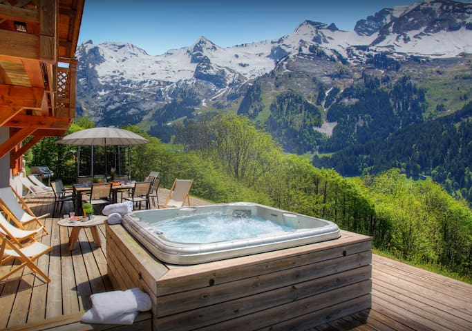 A hot tub and three terraces make the most of mountain views - SnowLodge