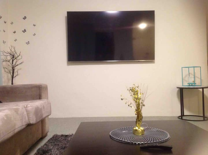 Private room in central location in dee why