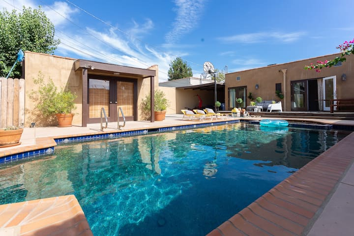 "Lovely ""Mid-City"" Los Angeles Home- Pool/Jacuzzi"