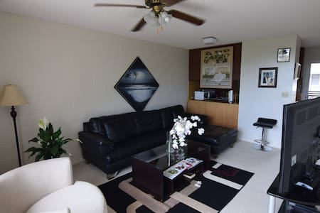 Clean, affordable, 1 bedroom in a 2 bedroom apt - Honolulu - Apartment