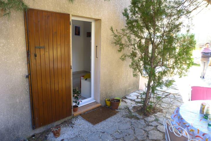 La porte d'entrée du studio