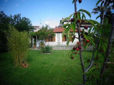 Traditionellt hus i Ano Stavros