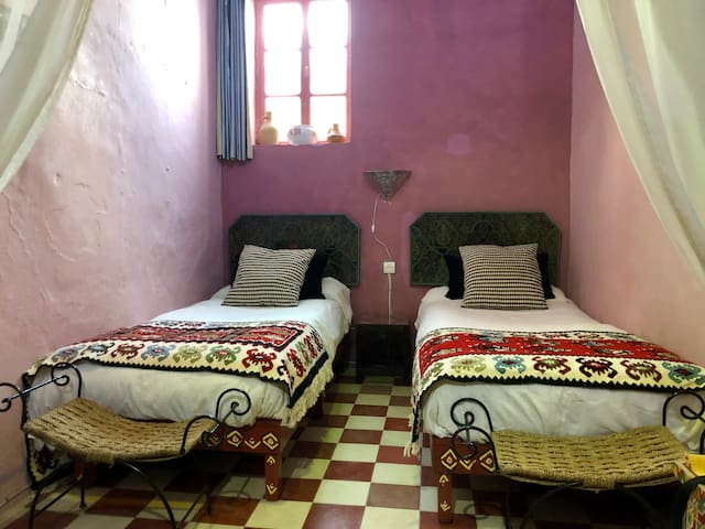 Room 2 (3 single beds)