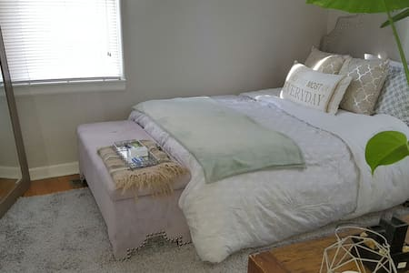 Charming Private Bedroom - 斯波坎